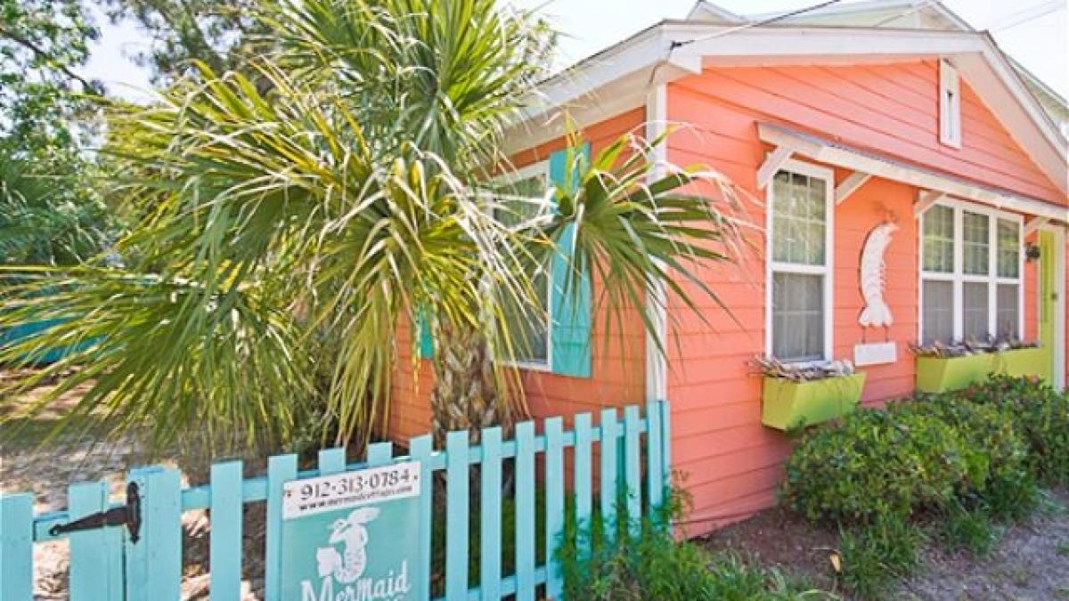 6 mermaid cottages you need to stay in before you die visit savannah rh visitsavannah com rentals on tybee island with pool condos on tybee island for rent