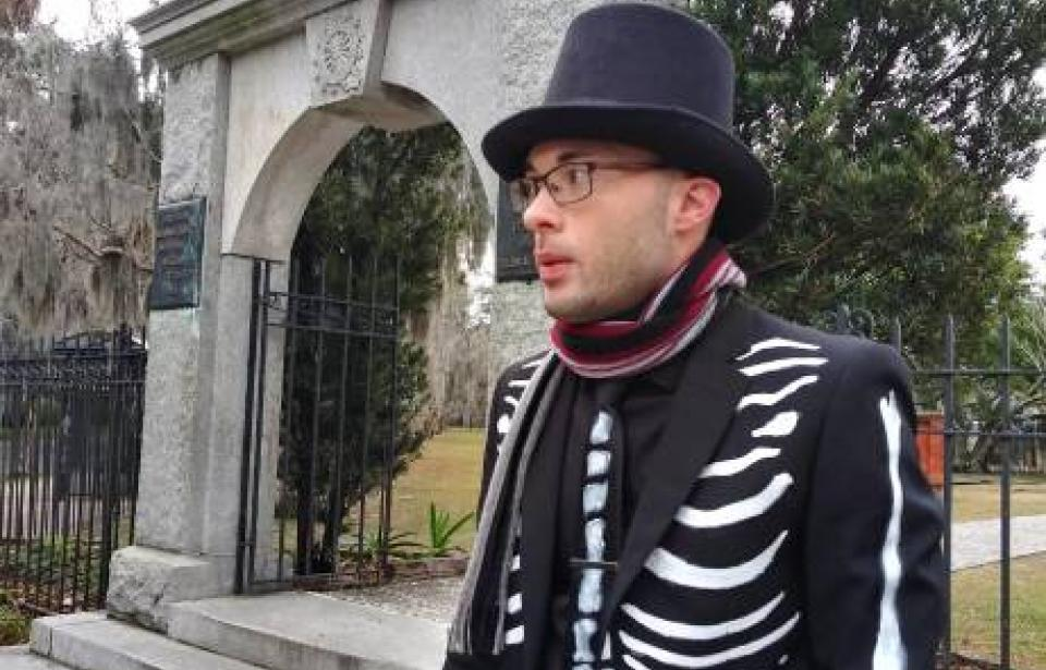 Mr Bones waits for you! - Mr Bones and the Ole Bones Tour is waiting for you! At the large granite arch on the corner of Abercorn and Oglethorpe. Tour this relic of the American Revolution with a a native to the city. Observe the dead in all their beautiful disrepair.