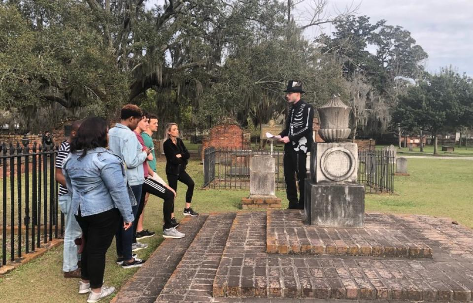 Mr Bones elaborates on the Serpent's Tomb - Mr Bones of Ole Bones Tours takes a moment to give this group some background information and explain the story behind the Serpent's Tomb in Colonial Park Cemetery.