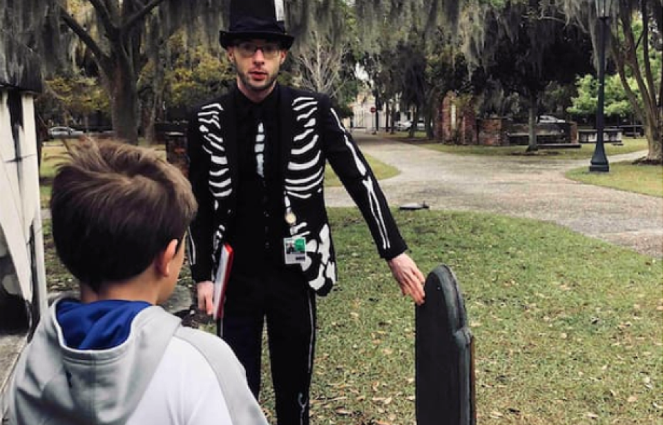 Mr Bones explains a soul portrait to a young boy - Mr Bones of Ole Bones Tours explains a soul effigy or soul portrait to a young boy of nine years old. This is the headstone of Mr. Teleman Cuyler, who passed in 1772.