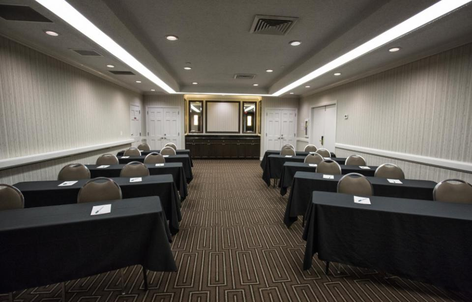 Savannah Meeting Room - 756 square feet Accommodates up to 50 people theater style