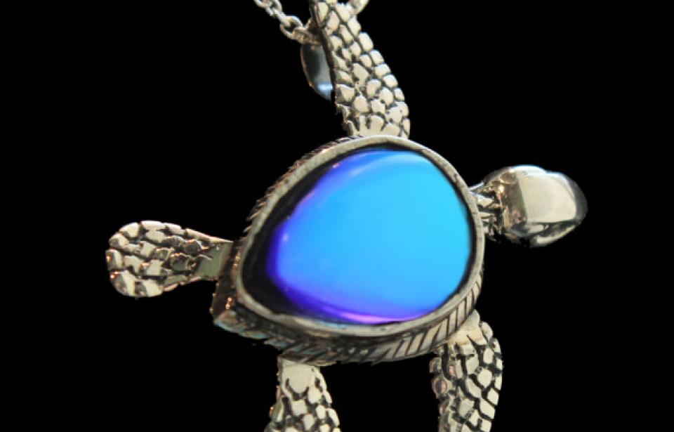 Sideways Sea Turtle - Set in Sterling Silver the flippers and head move.