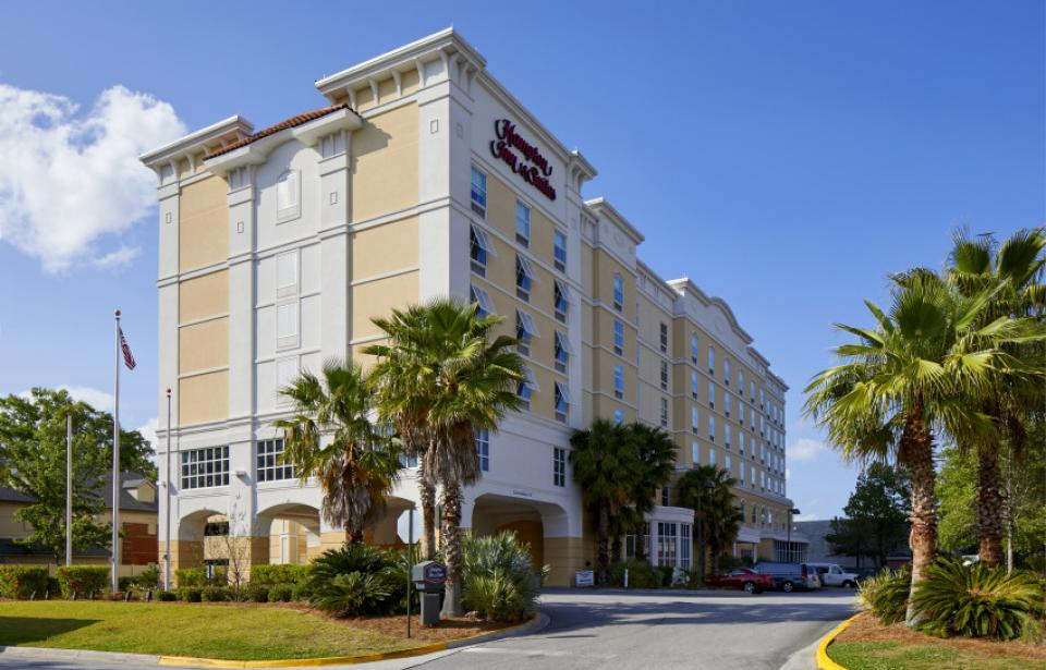 Hotel Exterior - With over 100 stores, 100 restaurants and two shopping malls within a three-mile radius, we are your premiere choice when visiting Savannah.