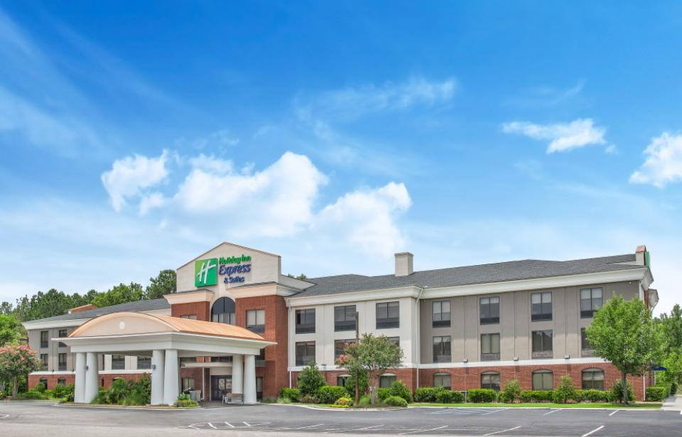 Front of Hotel - We are located at Exit 8 in South Carolina. A short drive to downtown Savannah via Highway 17