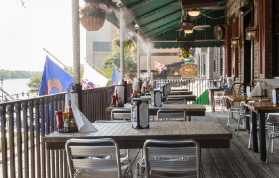 Fiddlers Balcony - Enjoy a seat on our Balcony and watch the ships pass by while you grab a bite to eat!