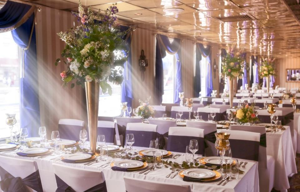 Beautiful decor & table settings aboard the Georgia Queen