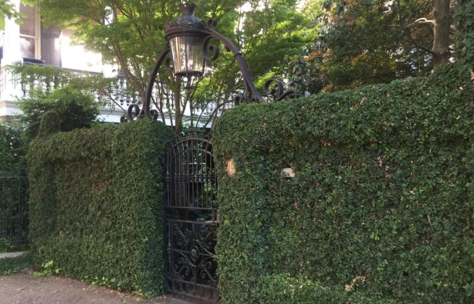 Gate with gas lamp