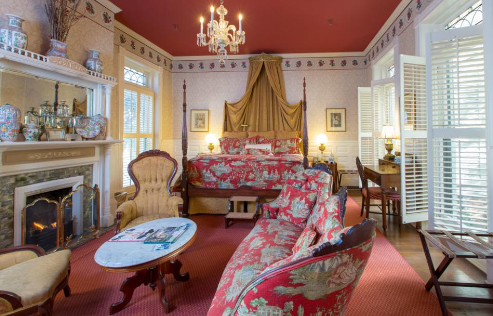 Stay in one of Ballastone's elegant suites
