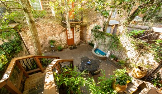 savannah bed breakfasts inn courtyard