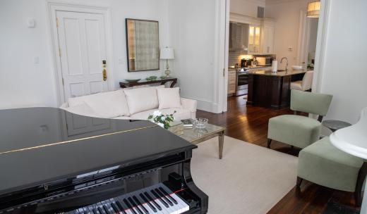 jules savannah hotel living room piano